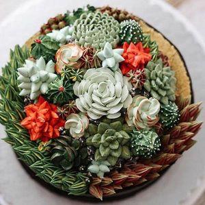 Торт украшенный цветами
